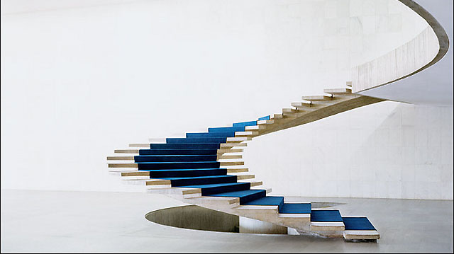 Присъствието на стълбите в интериора е цяла философия