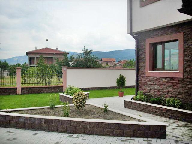 Реализация на проект на еднофамилна къща в с. Първенец