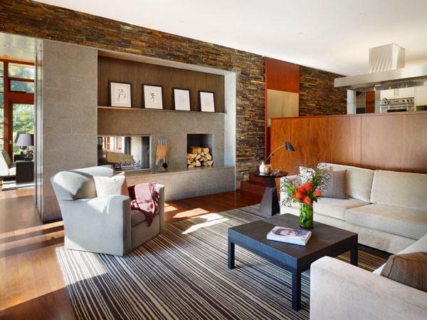 Камина в центъра на дневната - неразделна част от уюта на всеки дом